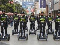 Полицейские китайского города Ченду теперь будут патрулировать улицы на Segway